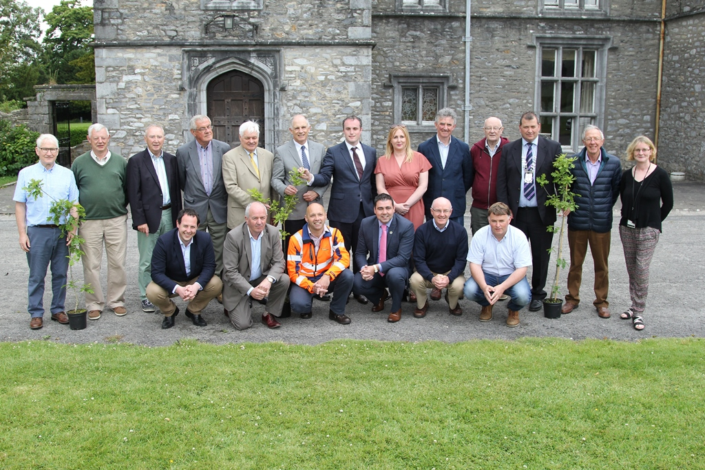 Minister David Stanton, representatives from Cork County Council, Mallow Development Partnership, Mallow Chamber of Commerce and John Casey, Teagasc at the launch of the Mallow NeighbourWood Project at Mallow Castle