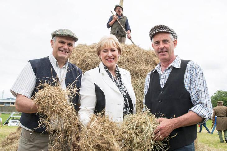 John Crosse, Teagasc Thurles, Minister Heather Humphreys and Frank Hynes, Teagasc Sheep Specialist at Farming & Country Life 1916.